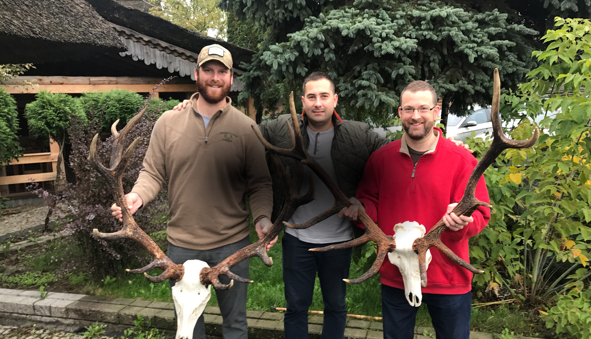 2 hunters from USA with their stags